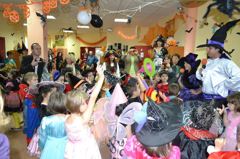 petrecere de Halloween copii cu animatori