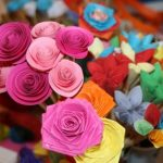 Ateliere de realizat buchete de flori din hartie colorata