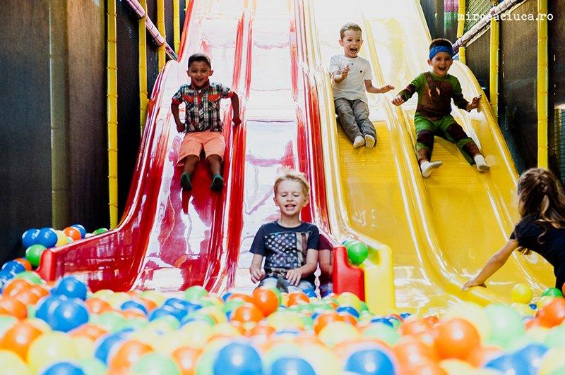 Locuri de joacă în București: unde se pot distra și relaxa copiii în capitală