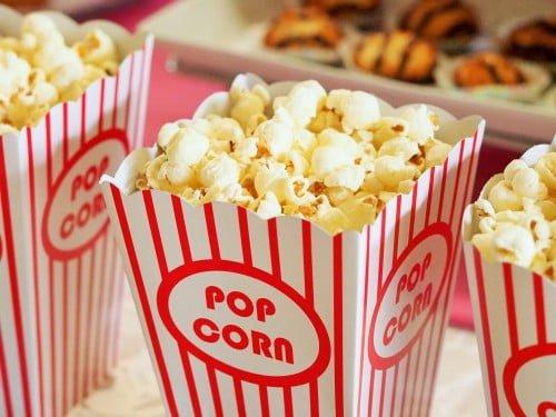 stand de popcorn la banchetul scolar