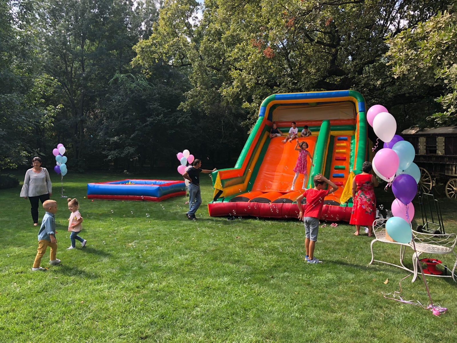 spatiu de joaca gonflabil ziua copilului